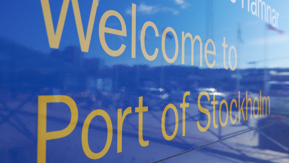 Skylt med texten Welcome to Port of Stockholm