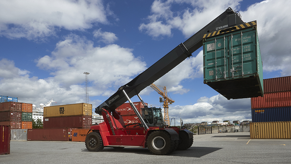 Containertruck i action i Frihamnen